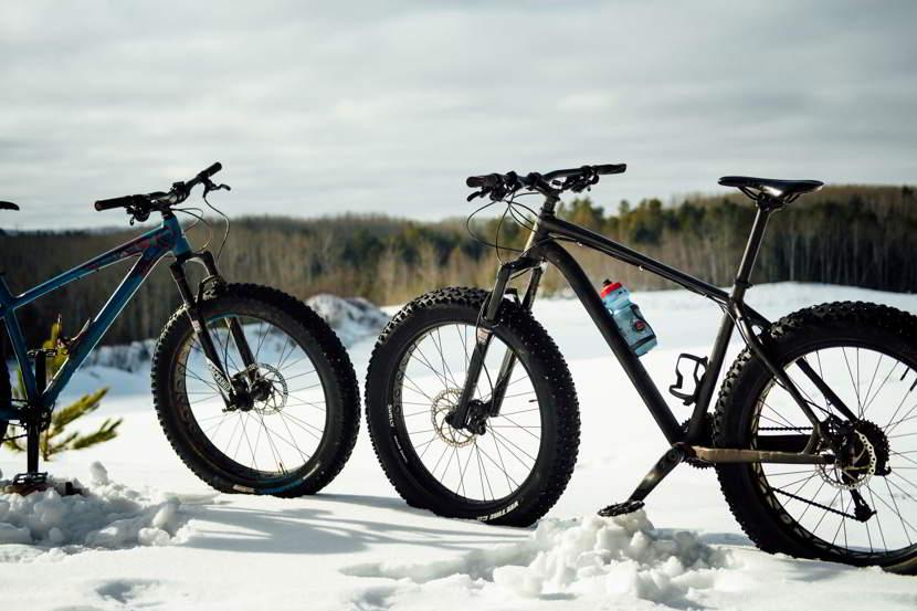 Bici con ruote grosse su neve