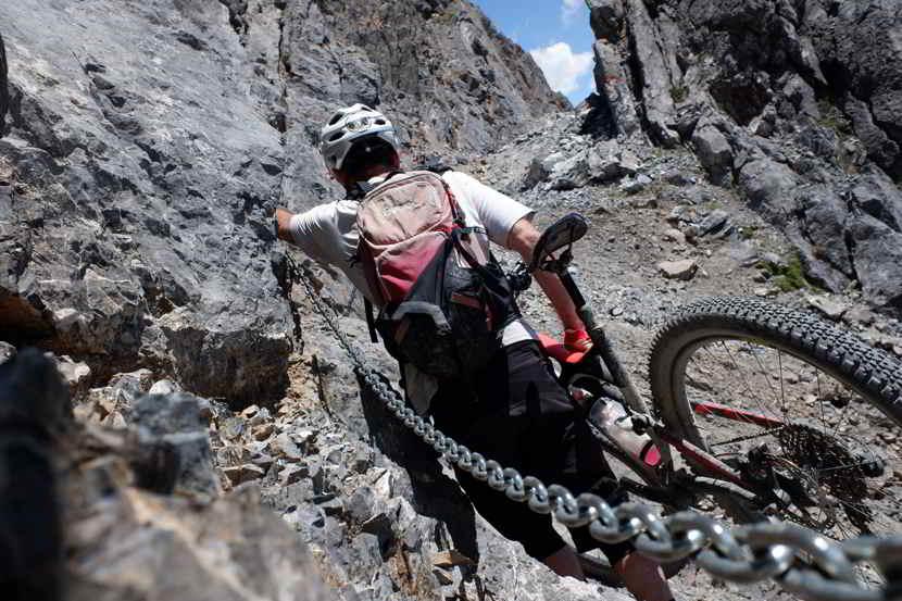 E bike italiana sentieri tortuosi