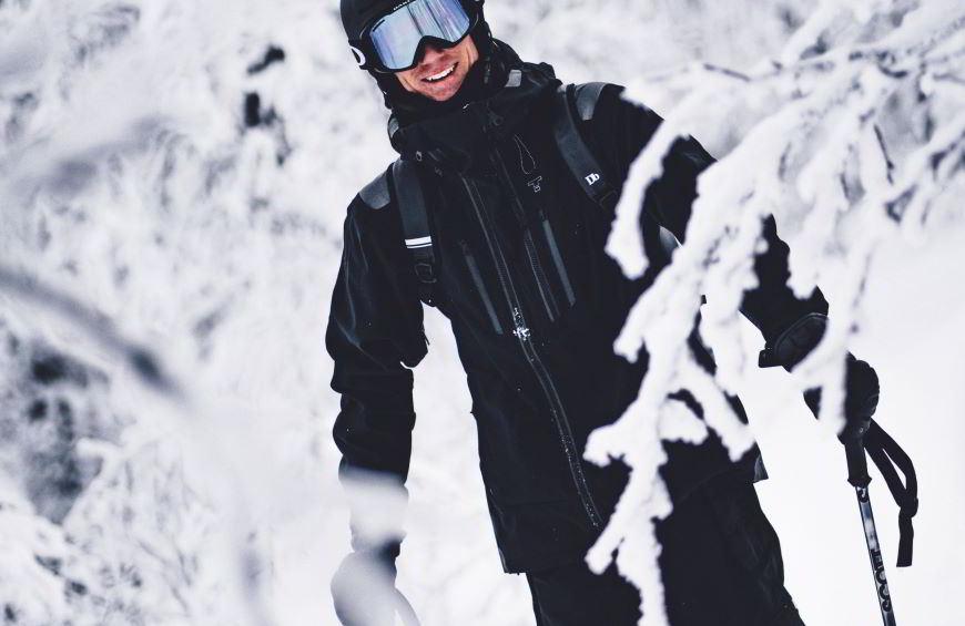 Ecco qual è la differenza tra tuta da sci e da snowboard e da cosa dipende.
