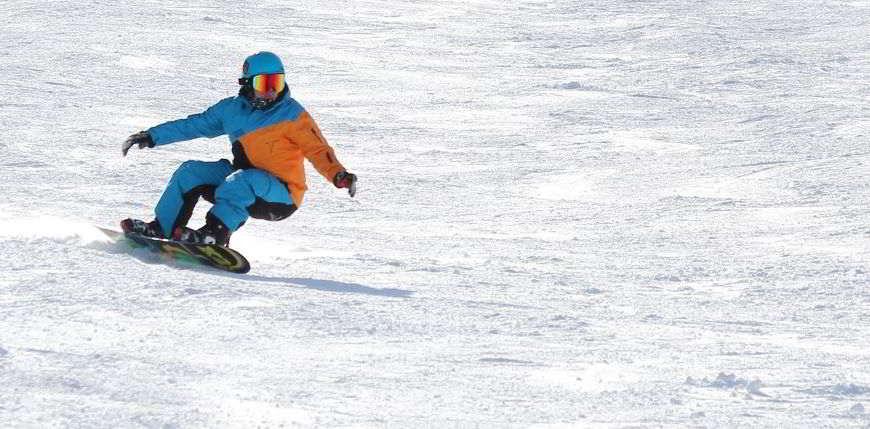 Guanti da snowboard con protezione per i polsi.