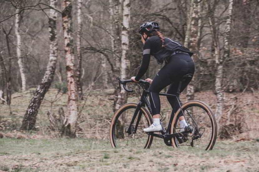 Come deve essere una bici gravel: caratteristiche per ottenere il meglio.