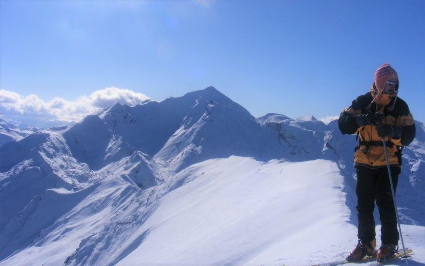 Differenza tra sci freeride e scialpinismo: ecco cosa cambia.